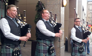 ScottishPower pipers guard of honour to welcome FMM at the Thistle Hotel